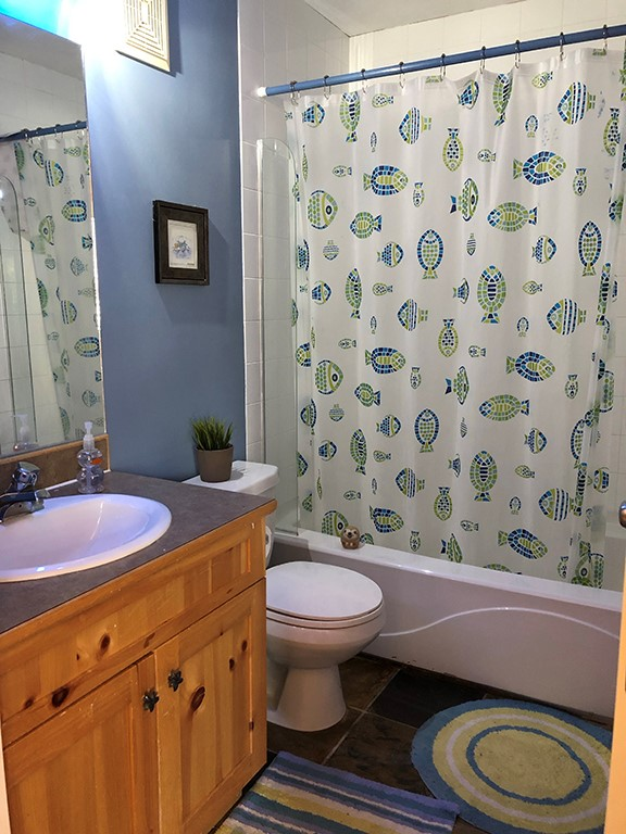 3 Sundance Court Blue Bathroom
