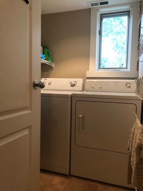206 Peyto Laundry room